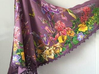お花畑のラベンダー色 ショールの画像