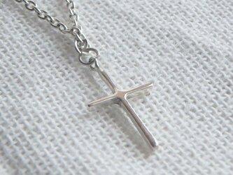 小さな十字架のネックレスの画像