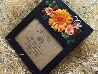 プリザ―ブドフラワーガーベラオレンジの写真立て誕生日の贈り物にピッタリ!!(ブラック)の画像