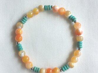オレンジのキャンディークォーツとマグネサイトターコイズのブレスレット☆天然石☆パワーストーンの画像