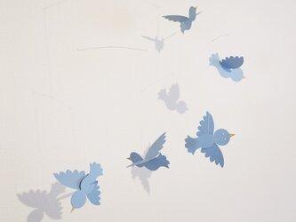 小鳥のモビール(水色)の画像