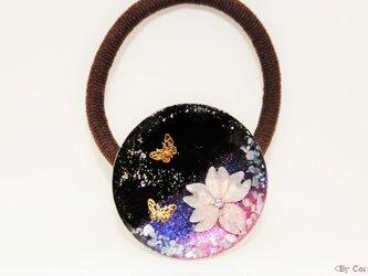 <夜桜>に恋する蝶のヘアゴムの画像