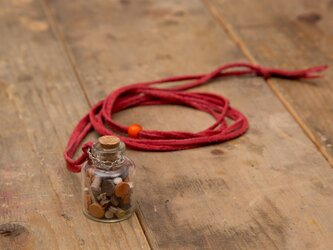 Bottle in leather necklaceの画像