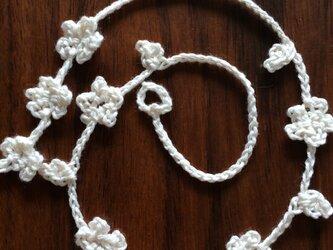手編みのネックレス ブレスレット オフホワイトの画像
