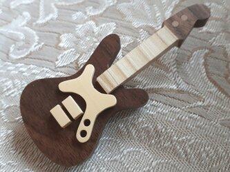 エレキギターのブローチ(本体ウォールナット材)の画像