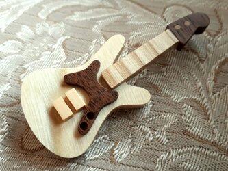 エレキギターのブローチ(本体セン材)の画像