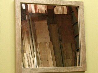 正方形のウォールミラーの画像