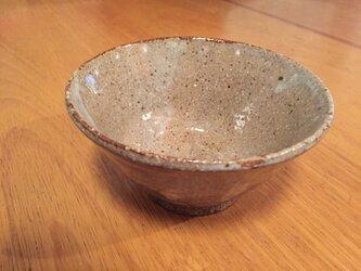 赤土に土灰釉のお茶わんの画像