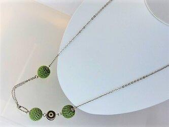新緑のニットボールと渦巻きのロングネックレス・銀♪の画像