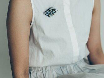 hanamoyo刺繍ブローチ blueの画像