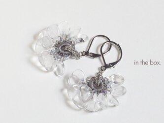 氷の花 シルバーグレー ピアスの画像