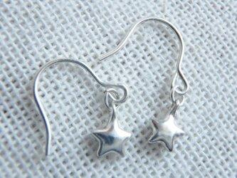 ちっちゃな星のイヤリングの画像