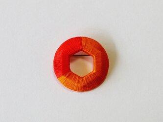 ラウンド&ヘキサゴンブローチ‐オレンジ&レッドの画像