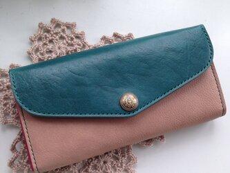 クラシカルな長財布の画像