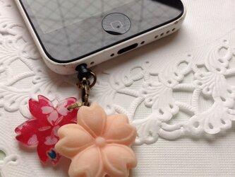 桜の和菓子のイヤホンジャックの画像