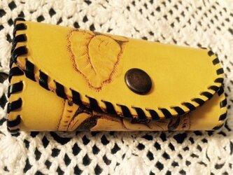 牛革カービングキーケース(黄色)の画像