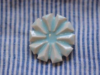 ブローチ広巾八花 水色の画像