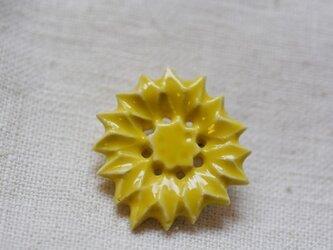 ブローチ薬師草の花 黄の画像