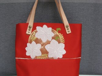 sold out  訳あり。送料無料。 朱色の帯のバッグ 花モチーフ その②の画像