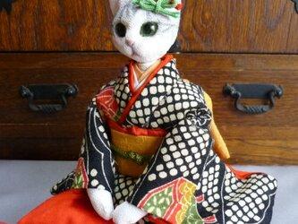k様オーダー品 振袖猫さん姉妹のお姉さん 座布団つきの画像