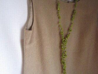 黄緑丸い葉のかぎ針編みネックレスの画像
