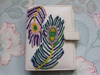 孔雀刺繍の本革手帳カバーの画像