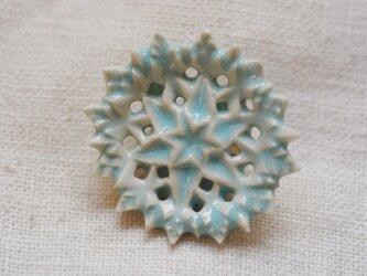 ブローチ 三重六花星 水色の画像