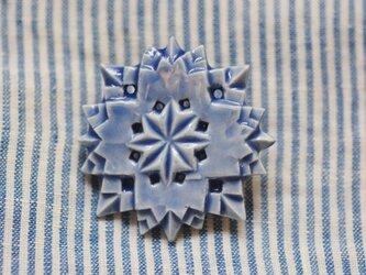 ブローチ糸巻ふち 瑠璃色の画像