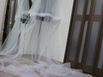 ウェディング 縁レース付長さ420センチ 巾280cmホワイトカラー ロングベールの画像