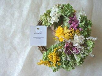 季節の花を包むwreath.apの画像