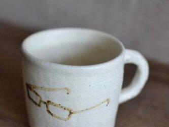 カップ 白マット釉 絵付け メガネマーク 茶の画像