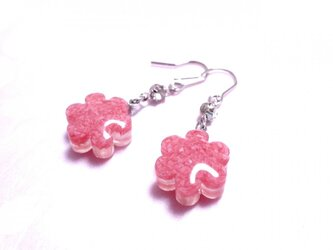 桜貝のピアス・花型の画像