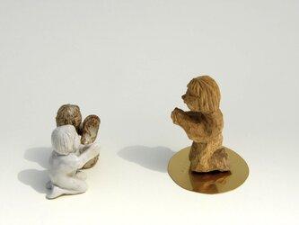 祈る子(立ち膝)The child who prays (knees)の画像