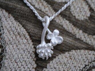 「L様予約オーダー品」しろつめ草の花&四つ葉のペンダントの画像
