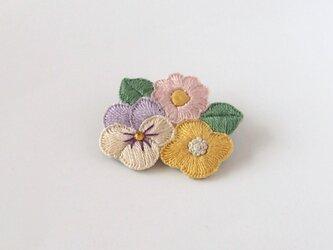 [受注制作]お花たちの刺繍ブローチ(pastel)の画像