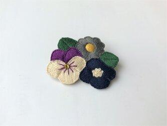 [受注制作]お花たちの刺繍ブローチ(dark)の画像