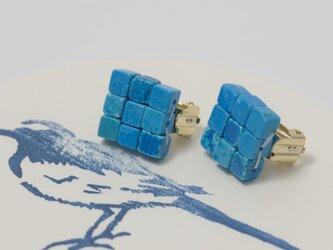 江戸の小袖™シリーズ(天然石・染色ハウライト)  イヤリングの画像
