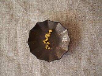 ブロンズ釉 マメ皿(輪花)の画像