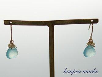 【SALE】 14kgf シーブルー カルセドニー 淡水パール ピアスの画像