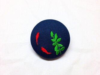 刺繍ボタンブローチ 「金魚ボタン」の画像