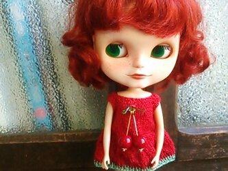 ネオブライスサイズのニットドレス・さくらんぼ飾りつき・赤の画像