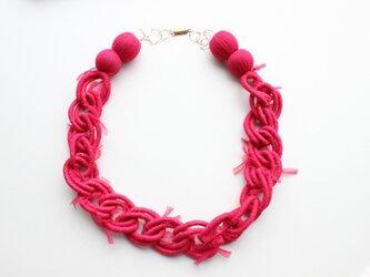 ピンク巻きネックレスの画像