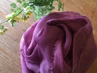 草木染め染めリネンガーゼストール(ログウッド、紫色)の画像
