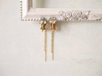 ラインストーンとゴールドチェーンのイヤリングの画像