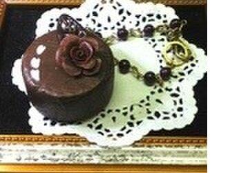 チョコレートケーキのバッグチャームの画像