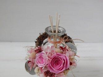 フレグランスボトルリース(ピンク)の画像