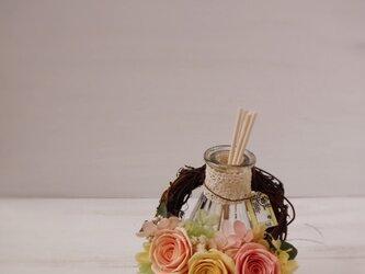 フレグランスボトルリース(サーモンピンク&イエロー)の画像