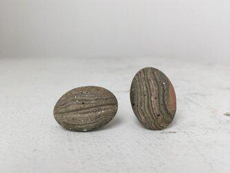 陶器イヤリング 石Nの画像
