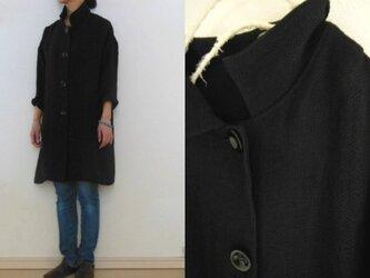 黒 変り織りリネン すっきりコートの画像