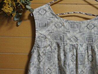 白大島紬  丸紋の花柄 2wayワンピースの画像